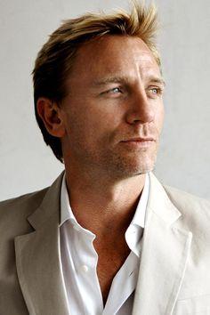 Daniel Craig as hero inspiration for Count Fredrik Jensson Daniel Craig Tomb Raider, Daniel Craig James Bond, Rachel Weisz, Pretty Men, Gorgeous Men, Beautiful People, Daniel Graig, Divas, Best Bond