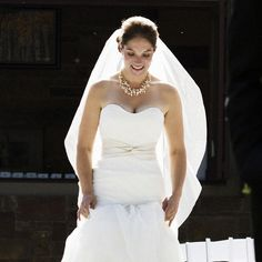 Ali wore an elegant @Vera Wang wedding gown with simple lines made from organza and accented with a sash at the waist @Four Seasons Resort Jackson Hole.