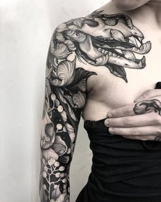Incredible black tattoos by Kelly Violet - Do you love black tattoos? Then you are certainly know Kelly Violet, a tattoo artist from Hampshire - Best Sleeve Tattoos, Sleeve Tattoos For Women, Body Art Tattoos, Female Tattoo Sleeve, Arabic Tattoos, Unique Tattoos, Beautiful Tattoos, Cool Tattoos, Incredible Tattoos