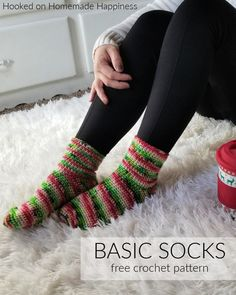Basic Crochet Socks Pattern - These Basic Crochet Socks Pattern use worsted weight yarn and are all single crochet! They work up surprisingly fast and are beginner friendly. A great Holiday gift. Easy Crochet Slippers, Crochet Socks Pattern, Crochet Shoes, Crochet Clothes, Crochet Socks Tutorial, Knit Slippers, Crochet Mittens, Knitting Patterns, Knitted Christmas Stocking Patterns