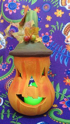 Calabaza de barro - clay Jack-o'-lantern Painting, Pumpkins, Mud, Ornaments, Parties, Manualidades, Paintings, Draw, Drawings