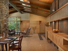 En casi todas las casas se llegan a albergar diversos muebles de maderas los cuales llegan a dar ese toque elegante, ambiental o simplemente que satisface