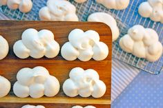 It's a cloudy day today in SF but I have just what you need to turn this gloomy sky into the cutest little cookies: Meringue Cloud Cookies! Meringue cookies are surprisingly easy to make. It … (unicorn birthday cakes cloud) Toy Story Birthday, Toy Story Party, Boy Birthday, Birthday Parties, Unicorn Birthday, Birthday Cakes, Toy Story Food, Planes Birthday, Toy Story Theme