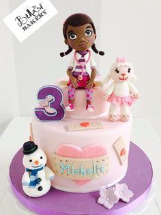 Doc McStuffins - Cake by Bella's Bakery
