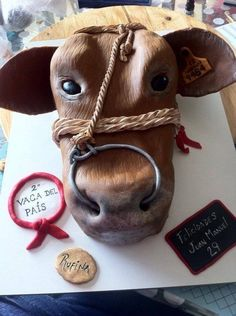 Rufina this beautiful cow cake has taken me much effort, but it was worth every minute, its owner has loved and my even more! Farm Birthday Cakes, Horse Birthday, Vet Cake, Cake Pink, Cow Cakes, Realistic Cakes, Pink Cow, Country Wedding Cakes, Farm Cake