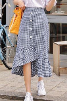 Stylish 40 Beautiful Dresses Skirts Ideas That You Should Already Own This Year Long Skirt Outfits, Modest Outfits, Modest Fashion, Dress Outfits, Casual Dresses, Fashion Dresses, Korean Skirt Outfits, Long Plaid Skirt, Long Skirt Fashion