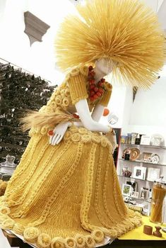 Outside a pasta shop in Florence Italy 🇮🇹👌  Pasta Kunst, Macaroni Art, Pasta Shop, Pasta Art, New Look Women, Textiles, Mellow Yellow, Italian Fashion, Wearable Art