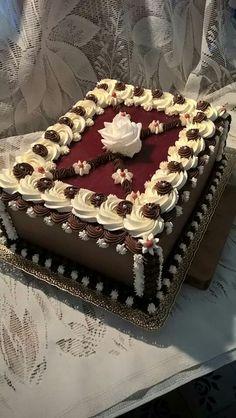 Chocolate Cake Designs, Chocolate Oreo Cake, Decadent Chocolate Cake, Cake Decorating Designs, Cake Decorating Videos, Cake Decorating Techniques, Square Cake Design, Square Cakes, Strawberry Birthday Cake