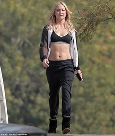 Kate Hudson reveals washboard stomach while filming commercial #dailymail