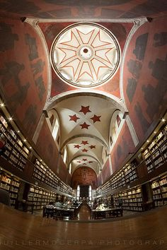 Biblioteca Iberoamericana Octavio Paz.  Guadalajara, Jalisco. Winter Pictures, Cool Pictures, Mexico City, Mexico Trips, World Library, Mexico Culture, Beautiful Library, Cozumel Mexico, The Places Youll Go