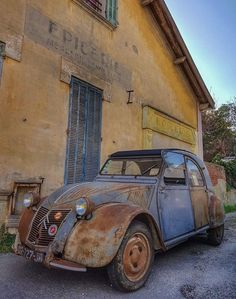 Citroen # Zitrone – esratakim – Join the world of pin Citroen Hy, Psa Peugeot Citroen, Abandoned Cars, Abandoned Places, Vintage Cars, Antique Cars, Pompe A Essence, 2cv6, Bmw Isetta