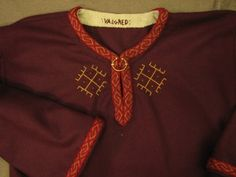 Valgred tunic with great embroidery
