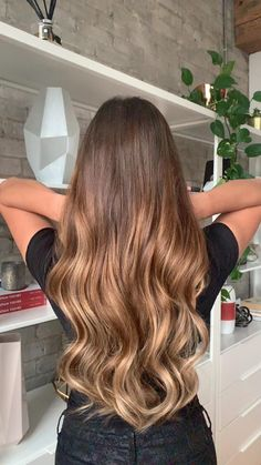 Brown Hair With Blonde Highlights, Brown Hair Balayage, Brown To Red Hair, Brown Ombre Hair Medium, Carmel Ombre Hair, Light Brown Hair Colors, Dark Brown Hair With Highlights Balayage, Blonde Hair Honey Caramel, Light Caramel Hair