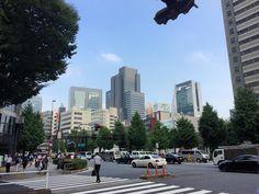 気づいたら青い空を久しぶりに見上げたような気がする代々木のビル群を見ながら駅に向かって歩く#shinjuku #yoyogi #tokyo