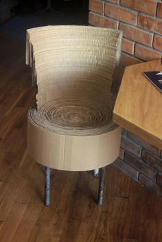 Krzesło z kartonu.