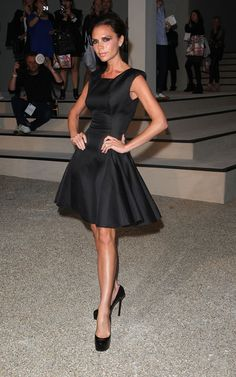 Victoria Beckham wearing Yves Saint Laurent Tribute Double Platform Pumps and Victoria Beckham Flared Skirt Dress. Posh Beckham, Victoria Beckham Collection, Freida Pinto, Fashion Show, Fashion Outfits, Fashion Trends, Elegantes Outfit, Musa, Victoria Dress