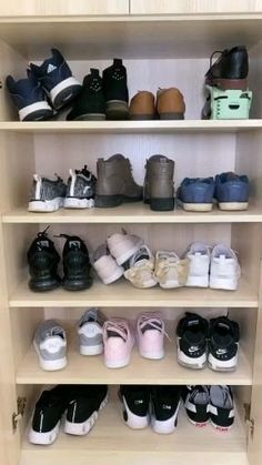 Shoe Organizer Entryway, Closet Shoe Storage, Small Closet Organization, Comfortable Work Shoes, Clothing Store Design, Decorated Shoes, Wardrobe Design, Closet Bedroom, Home Decor Furniture