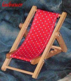 Liegestuhl, rot-weiß gepunktet