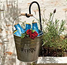 Como o encontro é ao ar livre, não esqueça de levar protetor solar. As embalagens ficam charmosas em um balde