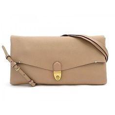 Fashionable Envelope Clutch/Crossbody Bag van het merk Rabeanco. Deze tas is gemaakt van hoogwaardig Saffiano Leder. De tas is veelzijdig, je kunt het dragen a…