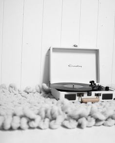 record player images, image search, & inspiration to browse every day. Black And White Aesthetic, Aesthetic Colors, Aesthetic Photo, Aesthetic Pictures, Grey And White, Photos Tumblr, White Feed, Foto Casual, Picture Wall