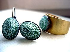Pistachio SET OF JEWELLERY - Vintage Button Ring & Earring Set w/ vintage light green stone, Moroccan style, gold- / bronze-coloured. $24,90, via Etsy.