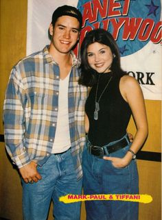 Mark-Paul Gosselaar and Tiffani 80s Fashion, Fashion Beauty, Fashion Outfits, Fashion Trends, Zack Morris, Tiffani Thiessen, Saved By The Bell, 90s Outfit, Nostalgia