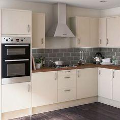 most popular ideas for grey kitchen wood worktop gray cabinets Kitchen Interior, New Kitchen, Kitchen Design, Kitchen Grey, Kitchen Wood, Cream And Grey Kitchen, Metro Tiles Kitchen, Kitchen Modern, Cream Kitchen Tiles
