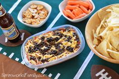 7 Layer Bean Dip - perfect game day food! #rubbermaid #PMedia