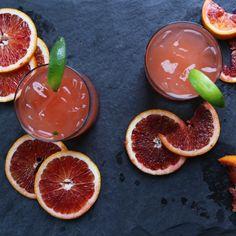 """Aprende a preparar una """"margarita libre"""", hecha con tequila, puré de naranja  roja y el jugo de limón fresco"""