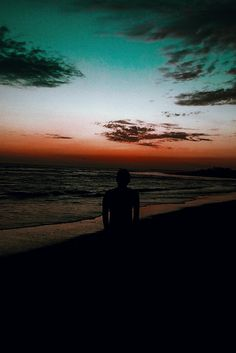 Viaja a los rincones que significan algo para ti, allí donde ocurrieron las cosas importantes de tu vida. #VSCO #VSCOX #VSCOCAM #beach #sea #sunset #sky #photography  Instagram: @robertlgo