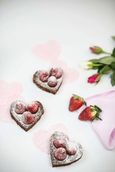 Brownie Herzen für Valentinstag, Brownies Rezept, Brownie Herzen, Brownies Rezept amerikanisch, Brownies Rezept saftig, Brownies selber machen, Brownies Rezept schnell, Valentinstags Brownies, amerikanische Mehlspeisen, amerikanische Süßspeisen, amerikanische Nachspeisen