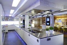 Küchenstudio in denkmalgeschütztem Gebäude - Perspektive Kochblock