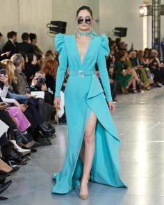 Elie Saab Alta Costura 2020 - viva or México Imperial, Elie Saab Alta Costura 2020 - viva or México Imperial - Moda Fashion, Fashion Line, Fashion 2020, Fashion Models, Fashion Show, Fashion Looks, Fashion Design, Gala Dresses, Dressy Dresses