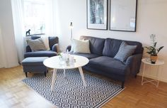 Soffa och fåtölj - IKEA Stocksunds. Fotpall - IKEA, Strandmon.