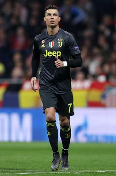 Looking for New 2019 Juventus Wallpapers of Cristiano Ronaldo? So, Here is Cristiano Ronaldo Juventus Wallpapers and Images Cristiano Ronaldo Cr7, Cristiano Ronaldo Wallpapers, Cristano Ronaldo, Ronaldo Football, Neymar, Best Football Players, Soccer Players, Portugal National Football Team, Juventus Wallpapers