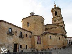 El Monasterio de Santo Domingo de Silos, abadía benedictina, y uno de los monumentos capitales para la historia del románico.