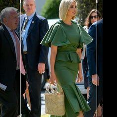 Ivanka Trump luciendo este hermoso bolso artesanal, que puedes conseguir aquí en @simons_storemed .. Atrévete a tener un nuevo estilo 🌺🌺⬇️⬇️ Ivanka Trump, Pants, Fashion, Style, Trouser Pants, Moda, La Mode, Women's Pants, Fasion