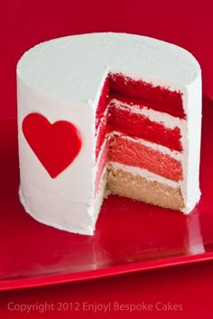 Red heart ombre cake, would be amazing as a red velvet cake mmmmmm.....