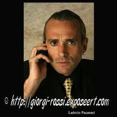 Giorgi Rossi is in Brazilië geboren en woont en werkt sinds 2008 als toneel- en televisieacteur in Amsterdam. In Rio de Janeiro studeerde hij aan de toneelschool. Naast het acteren werkt Giorgi als kunstenaars- en fotomodel. Hij heeft een slank postuur en spreekt, naast Portugees, Engels. Zie ook http://www.em-ha-em-art-productions.nl/mainport/modellen/giorgi