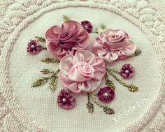 Embroidery Designs, Embroidery Hoop Art, Embroidery Stitches, Baby Bedding Sets, Ribbon Art, Silk Ribbon Embroidery, Fabric Flowers, Handicraft, Fabric Crafts