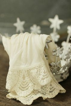 Lace-edged Linen in a Shabby Chic Coronet ....
