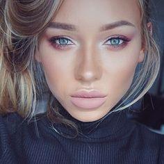 Look at @liza_lash bein' drop dead gorgeous, wearing Makeup Geek Eyeshadows in: 〰 Shimma Shimma 〰 Beaches and Cream 〰 Peach Smoothie 〰 Cosmopolitan 〰 Bitten