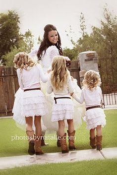 Flower girl, love these cute little outfits! This is soooooo presh!!