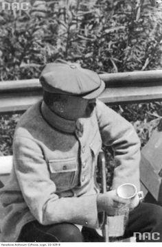 Marszałek Józef Piłsudski w Druskiennikach, między 1921 a 1926.  http://audiovis.nac.gov.pl/obraz/218058/432ba2a13fde6a54a4909cb3f471e234/