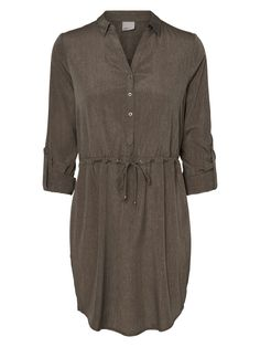 Long green tunic from VERO MODA. Style it with a pair of brown sandals and a straw hat for the perfect safari summer look! Ladies Shirts, Green Tunic, Brown Sandals, Mode Style, Summer Looks, Sewing Ideas, Amazing Women, Safari, Hat