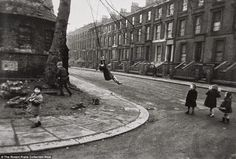 Who Knows East - Old Photographs The way things used to be: By Robert Frank. Children are seen playing in the street with one swinging from a tree in this candid shot of everyday life in the early [London by Robert Frank] The Americans, Inverness, Zurich, Photomontage, Robert Frank Photography, Black And White People, Robert Doisneau, Documentary Photographers, Old London