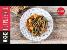 Φασολάκια λαδερά από τον Άκη Πετρετζίκη. Μία παραδοσιακή συνταγή για τα καλύτερα φασολάκια με κόκκινη σάλτσα, πατάτες και μυρωδικά. Ένα γεύμα που θα λατρέψετε.