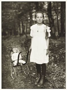 Artwork page for 'Girl with Carriage', August Sander, printed 1990 Antique Photos, Vintage Pictures, Vintage Photographs, Vintage Images, Old Photos, August Sander, Classic Photographers, Portrait Photographers, Portraits