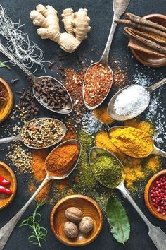 Gewürze dürfen in keiner Küche fehlen. Doch bei der Verwendung und Lagerung sind einige Kleinigkeiten zu beachten Indian Food Recipes, Healthy Recipes, Czech Recipes, Healthy Food, Ethnic Recipes, Best Food Photography, Food Menu Design, Food Backgrounds, Aesthetic Food